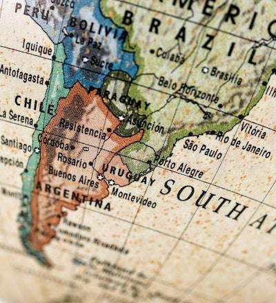 Nærbilde av Argentina i det fargerike verdenskartet.