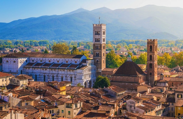 Panoramautsikt i Lucca, med Duomo of San Martino. Toscana, Italia.