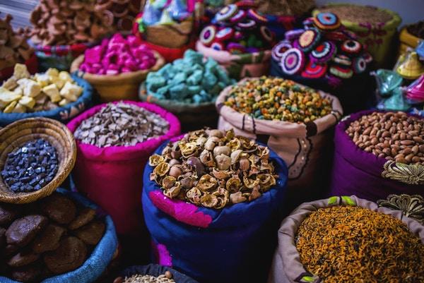 Røkelse til salgs i sourakene i Marrakesh