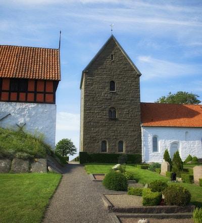 En av de mange vakre gamle kirkene på Bornholm - dansk øy.