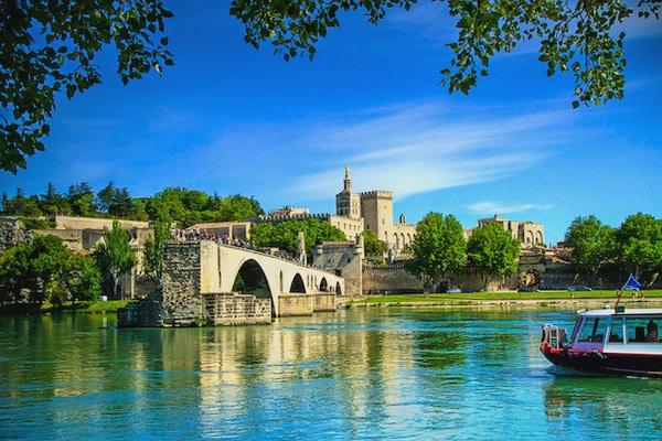 Broen til Avignon og The Popes Palace i Avignon (byen Popes), Frankrike