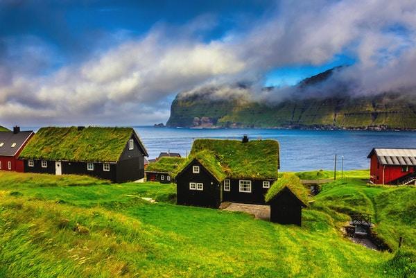 Landsbyen Mikladalur som ligger på øya Kalsoy, Færøyene, Danmark