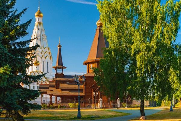 Hellig ortodoks kirke i Minsk ved solnedgang