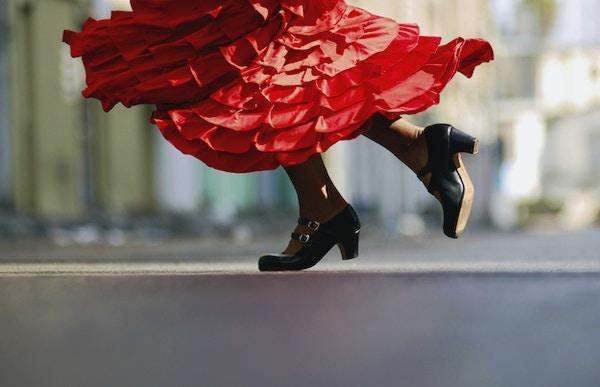 Kvinne danser Flamenco.