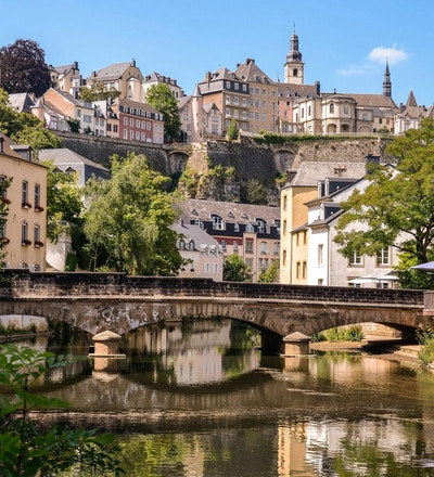 Luxembourg City, historisk område med broen over Alzette-elven