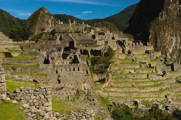 Husruiner og terrasser i Machu Picchu