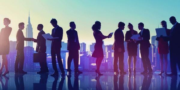 Forretningsfolk på utendørsmøte i New York, silhuettkonsept