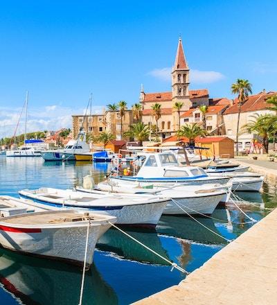 Dalmatia er et smalt belte på østkysten av Adriaterhavet som strekker seg fra øya Rab i nord til Kotorbukta i sør.