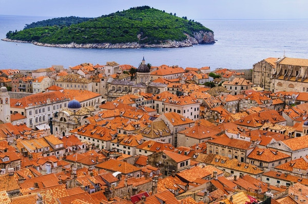 Utsikt over takene i middelalderbyen Dubrovnik, Kroatia.