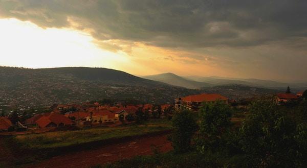 Solnedgang i Kigali fra Rebero-åsen, Rwanda.