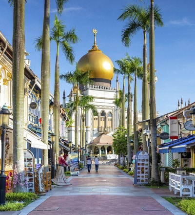 Gateutsikt over Singapore med Masjid Sultan.
