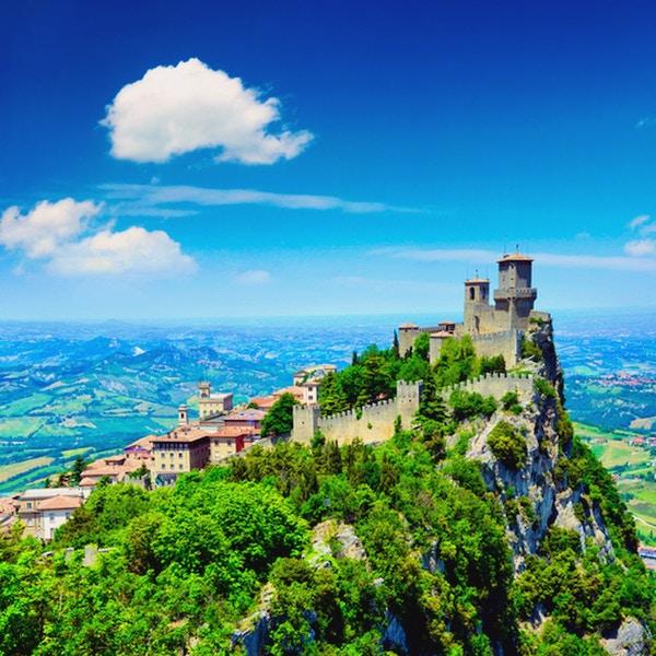 Della Guaita eller Rocca i det eldste og mest berømte tårnet i San Marino. Sammensatt bilde