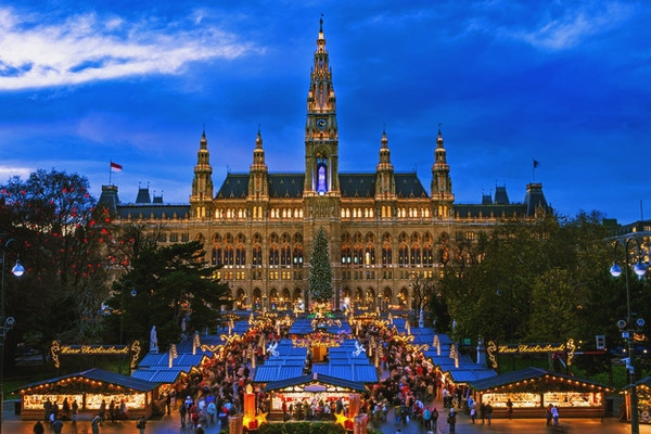 Julemarkedet i Wien, et tradisjonelt marked foran Wiens rådhus i desember