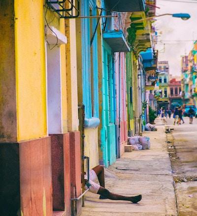 Fargerike gater i Havanna