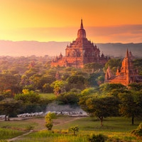 Pagodelandskap på sletten Bagan, Myanmar (Burma)