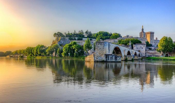 Saint Benezet-broen og Palais des Papes i Avignon, Sør-Frankrike