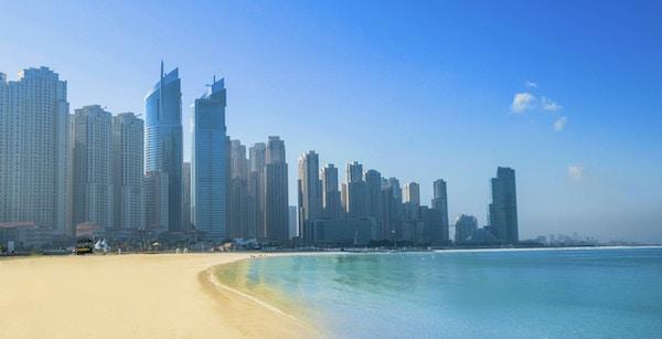 Utsikt over Jumeirah-stranden og skyskrapere i Dubai