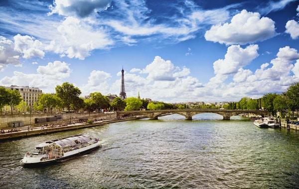 September ettermiddag i Paris ved Seinen.