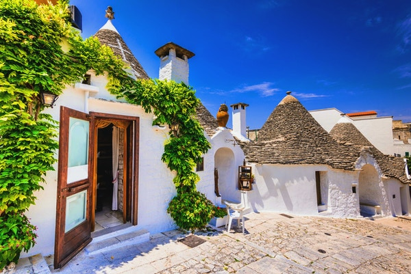 Alberobello, UNESCOs arveby i Italia, Puglia. Trulli eller Trullo hus med koniske tak, tradisjonell apulisk tørrsteinshytte.