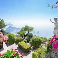 Utsikt fra fjellet Solaro av Capri-øya på en sommerdag, Italia.