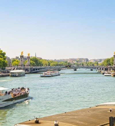 Turbåter på Seine River, Paris