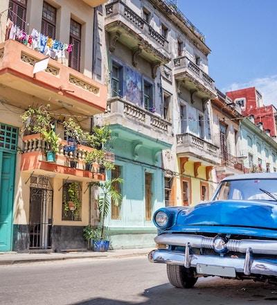 Havana, Cuba - 23. april 2016: Klassisk amerikansk vintagebil i Havana, Cuba
