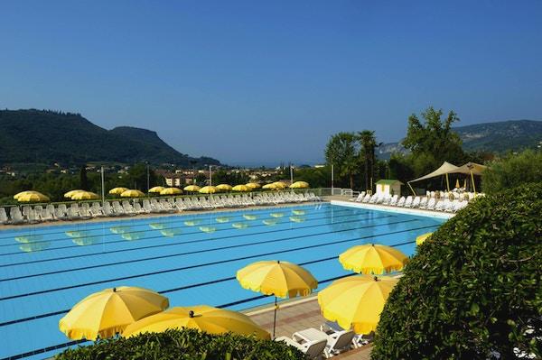 Poiano resort pool 02