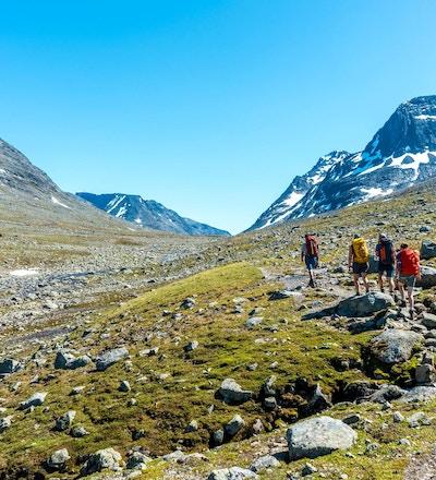 Turgåere i fjellandskap.