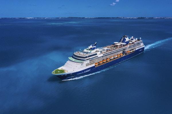 Celebrity Summit, SM, Revolution, antenne, drone, skipets eksteriør, blå skrog, Bermuda, vann, hav, skyer, himmel