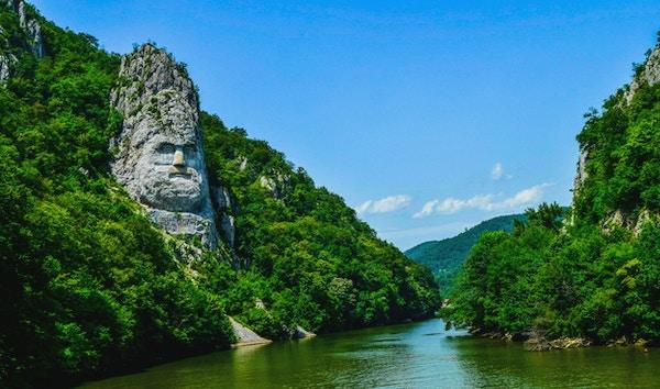 Decebal statue i Romania