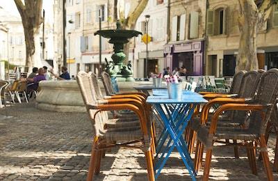 """""""Lite torg med fontene og kafe og restaurant i Avignon, Provence, Frankrike Se også:"""""""