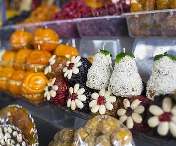 Armensk hjemmelagde søtsaker laget av tørket frukt til salgs på markedet i hovedstaden Jerevan.
