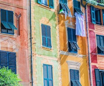 Arkitektur av Portofino, i storbyen Genova på den italienske rivieraen i Liguria, Italia