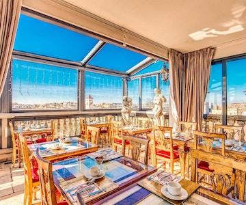 Takterrasse og restaurant med fantastisk utsikt over Roma