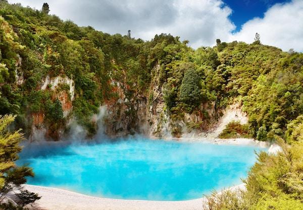 Inferno Crater Lake i Waimangu vulkansk dal, New Zealand