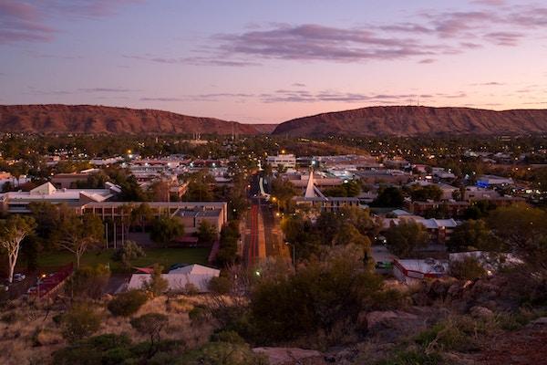 Utsikt fra Anzac på en fin vinterkveld i Alice Springs.
