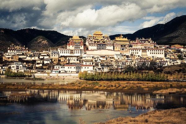 Songzanlin-klosteret eller Ganden Sumtseling Gompa i Shangri-la, Yunnan, Kina