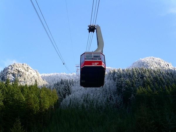 """Taubane på vei opp Grouse Mountain i Nord-Vancouver, BC Canada"""