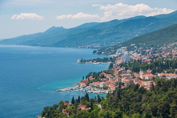Oversiktsbilde av badebyen Opatija.