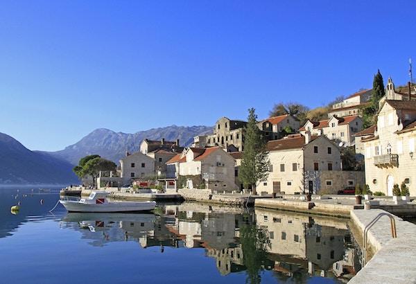 Perast by i Kotor-bukten, Montenegro
