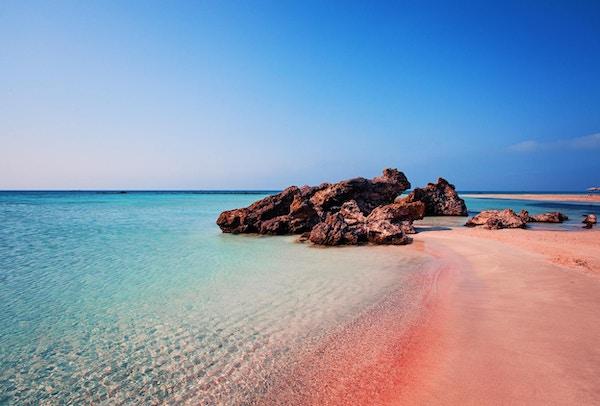 Naturens skjønnhet. Vakker Elafonissi-strand med rosa sand på Kreta, Hellas