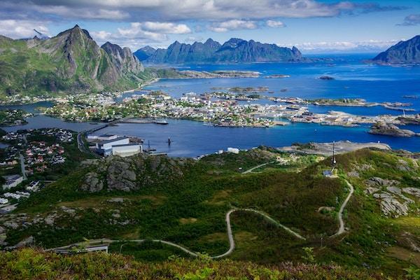 Oversiktsbilde over Svolvær i Lofoten.