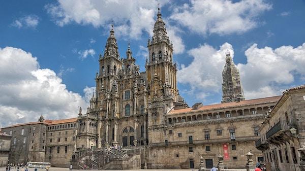 Katedralen i Santiago de Compostela, Spania. Klar solskinnsdag.
