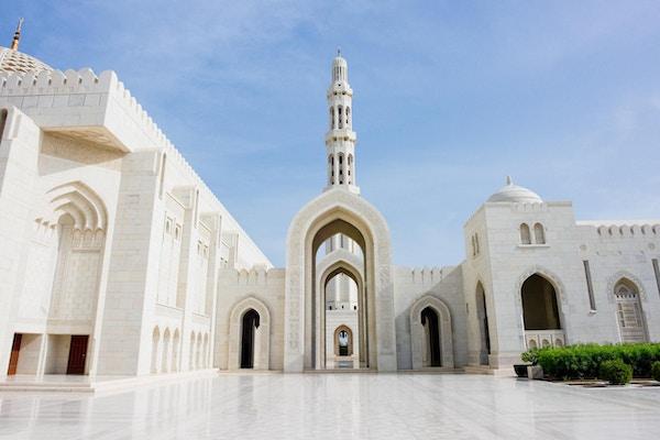 Sultan Qaboos Grand Mosque i Oman, en av Midtøstens største moskeer.