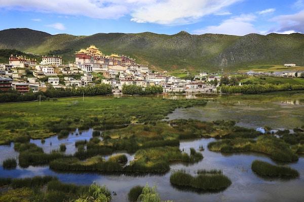 Ganden Sumtsenlingklosteret, også kjent som Sungtseling og Guihuasi er et tibetansk buddhistkloster som ligger fem kilometer unna Shangri-La i Yunnan-provinsen i Kina. Bygget i det 17. århundre er klosteret det største tibetanske buddhistklosteret i Yunnan-provinsen og er enkelte ganger referert til som det lille Potalapalasset. Det er også det vikitigste klosteret i det sørvestlige Kina.