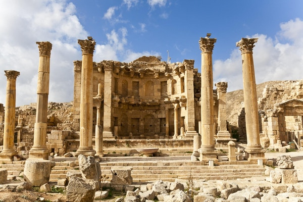 """nymphaeum i den romerske antikke byen jerash, jordan"""