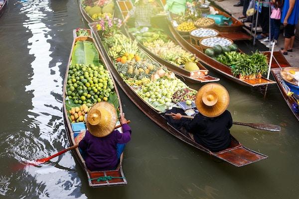 Flytende marked i Thailand. Frukt o grønnsaker.