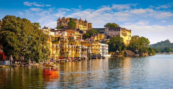 Bypalasset og Pichola-innsjøen i Udaipur, Rajasthan, India, Asia