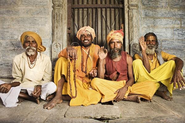 I hinduismen er sadhu eller shadhu en vanlig betegnelse for en mystiker, en asketiker, utøver av yoga (yogi) og / eller vandrende munker. Sadhu er utelukkende dedikert til å oppnå det fjerde og siste hinduistiske målet for livet, moksha (frigjøring), gjennom meditasjon og kontemplasjon av Brahman. Sadhus har ofte klær i okerfarger som symboliserer avståelse.