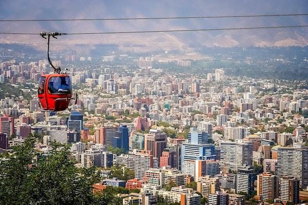 Taubane i San Cristobal-bakken, med panoramautsikt over Santiago de Chile